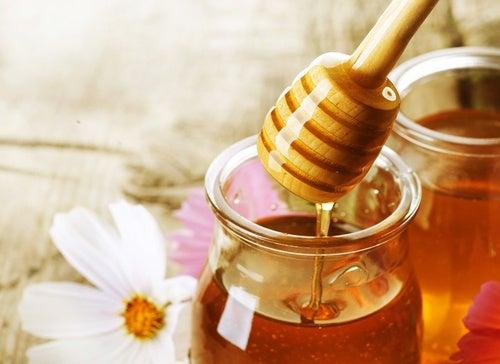 Miel para el dolor de garganta
