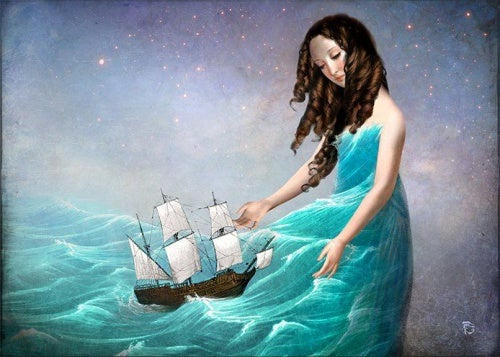 mujer con barco en la falda