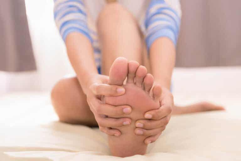 8 remedios naturales para aliviar los pies hinchados