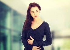 Mujer con problemas de estómago