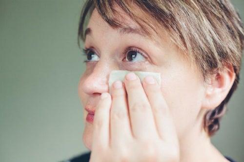 remedio con perejil para párpados hinchados