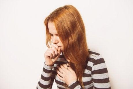 Existen numerosos remedios para combatir la tos seca.