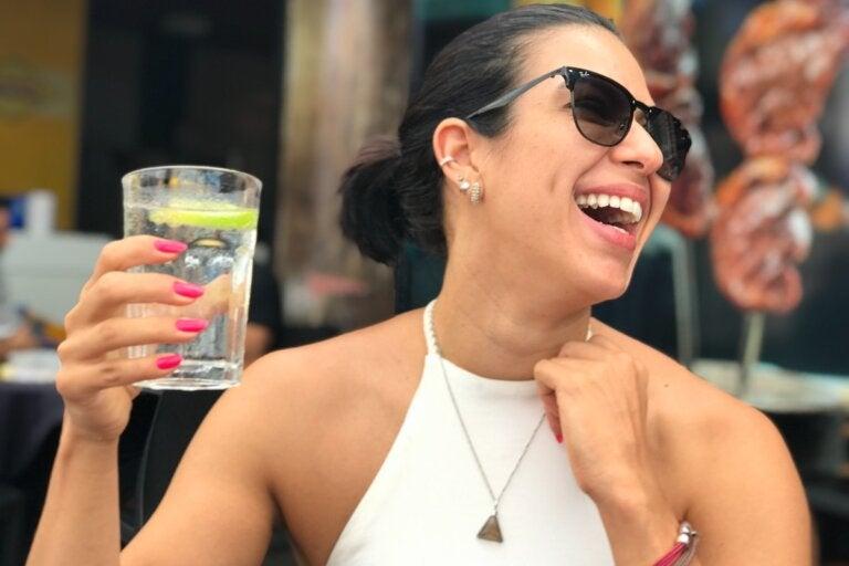 6 formas interesantes de tomar agua para desintoxicar tu cuerpo y refrescarte