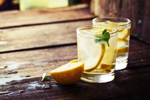 ¿Para qué sirve el zumo de limón caliente?