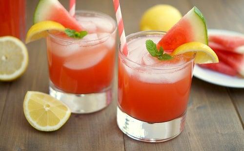 Delicioso jugo de sandía para eliminar los gases y desinflamar el abdomen