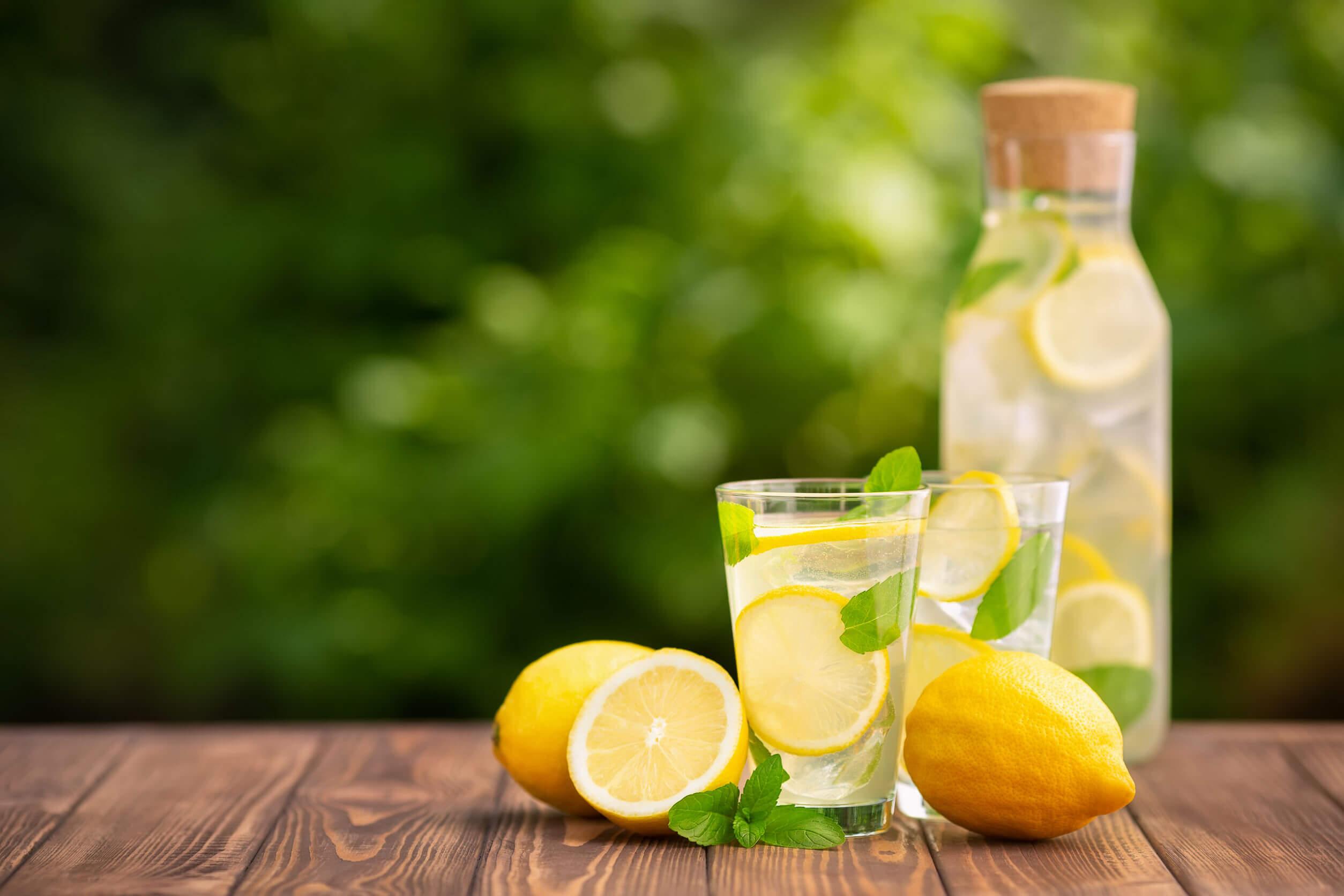 El limón suele usarse contra las verrugas plantares.