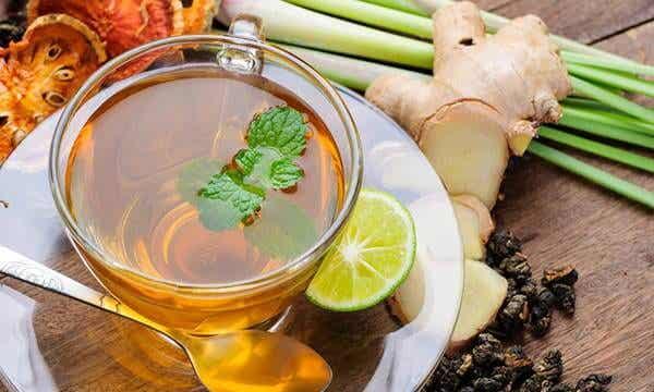 Cómo hacer un maravilloso té antiinflamatorio para empezar el día