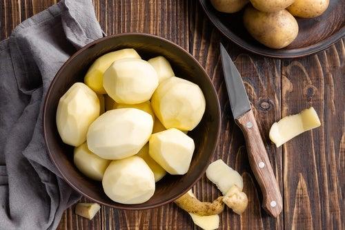 Cómo preparar jugo de patatas para el cabello