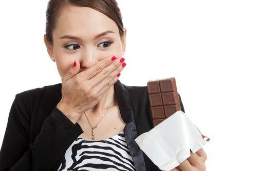 Comer chocolate causa acné