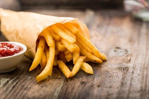 La comida exótica y ácida es perjudicial para las cuerdas vocales.