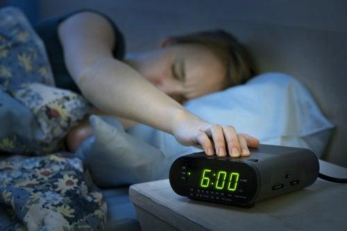 Despertarse de madrugada tiene un porqué