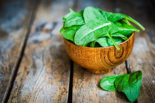 alimentos ricos en luteína: espinacas