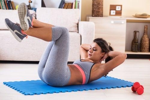 Mujer haciendo ejercicio cardiovascular
