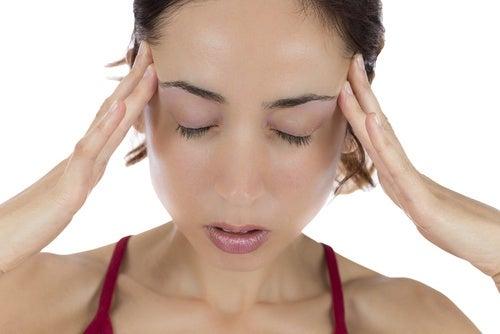 Masajear el cuero cabelludo ayuda a descansar mejor.