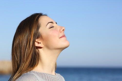 No respirar correctamente daña las cuerdas vocales.