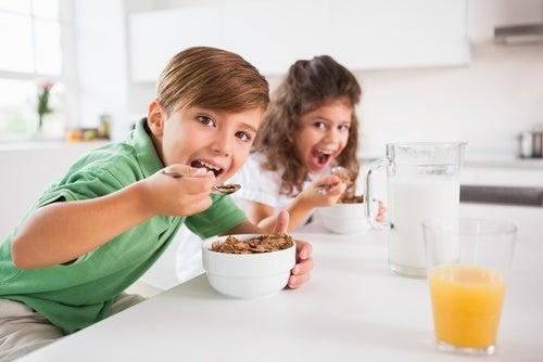 Debemos prestar especial atención a la salud bucal de los niños.