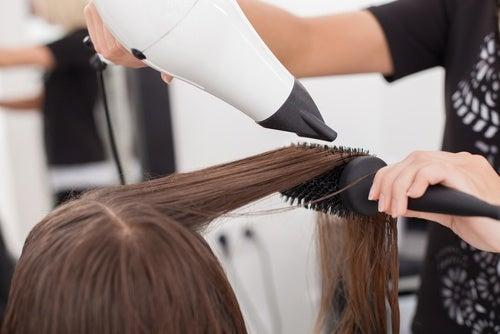 Por qué tenemos el cabello seco