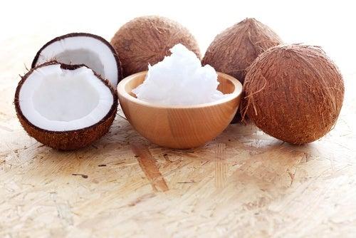 Tratamiento de rosa mosqueta y aceite de coco para las estrías