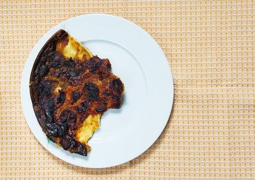 ¿Hace mal comer alimentos quemados?