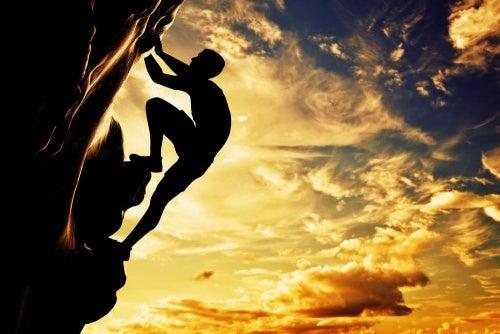 hombre-escalando