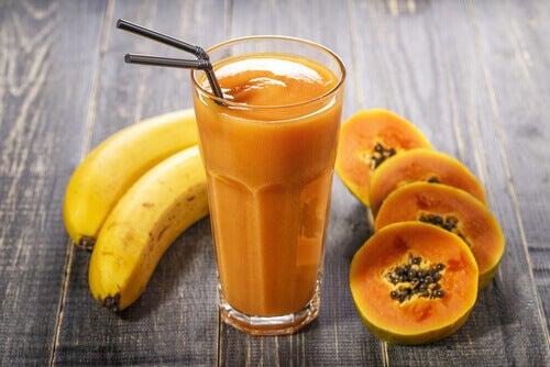Jugo de banana y papaya