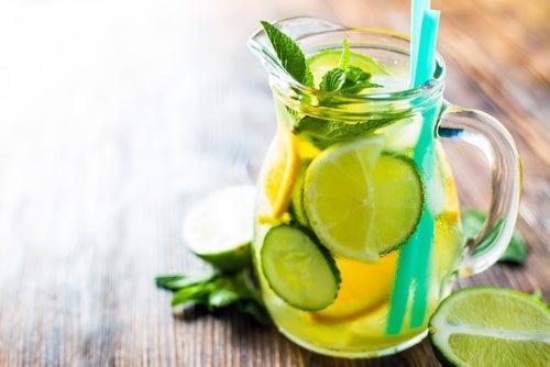 Agua de jengibre limon y pepino para bajar de peso