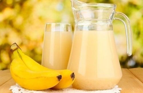 Jugo de plátano y patata para tratar las úlceras de estómago