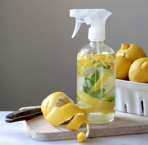 Loción de limón para la caspa grasa
