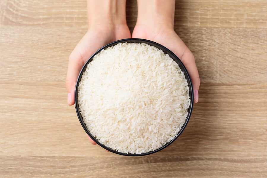 Bol de arroz blanco.