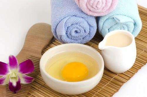 Ingredientes para preparar una mascarilla de huevo