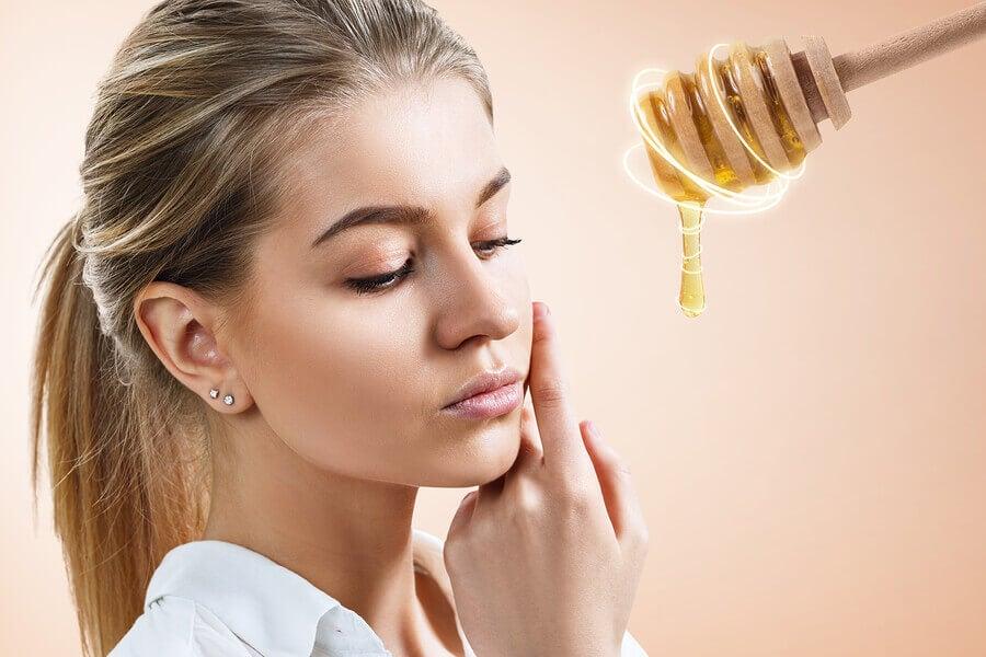 Usa una mascarilla a base de miel