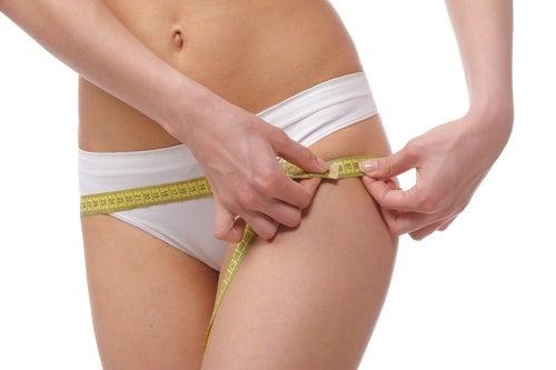 5 bebidas que debes evitar si no quieres acumular grasa en las caderas