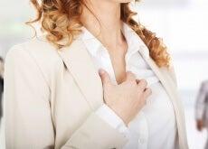 mujer con palpitaciones