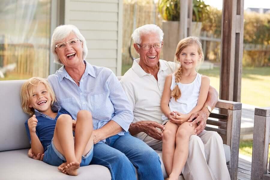 Los nietos son la luz y las alegrías de sus abuelos