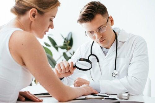 ¿Tienes manchas oscuras en la piel? Esta puede ser su causa