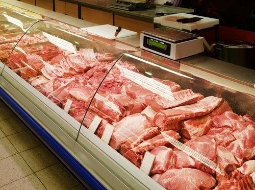 Encuentran una tenia de 6 metros en un hombre que comía carne cruda