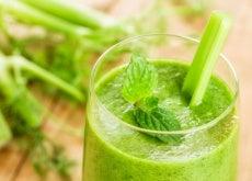 smoothie verde con menta y apio