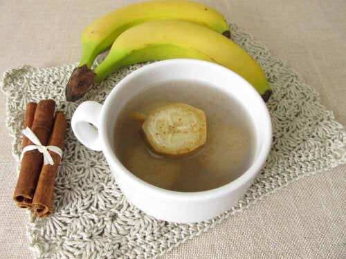 Té de banana y canela para dormir bien