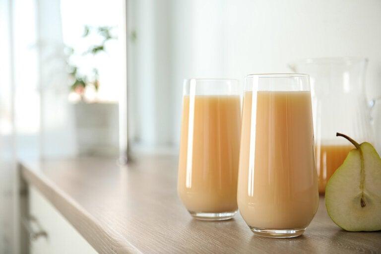 7 beneficios que puedes disfrutar por tomar agua de pera