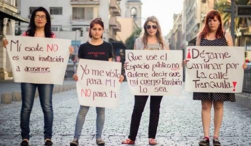 ¿Piropos o acoso sexual callejero? Mujeres en América Latina se sienten afectadas