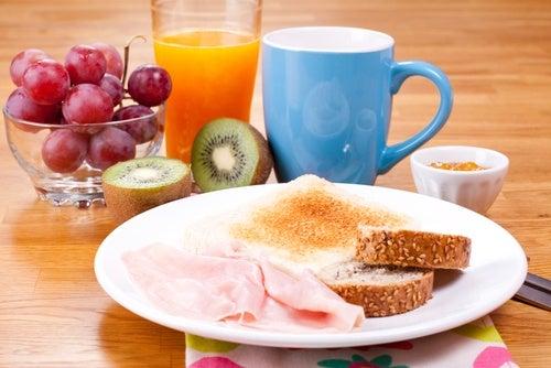 Consume un desayuno saludable