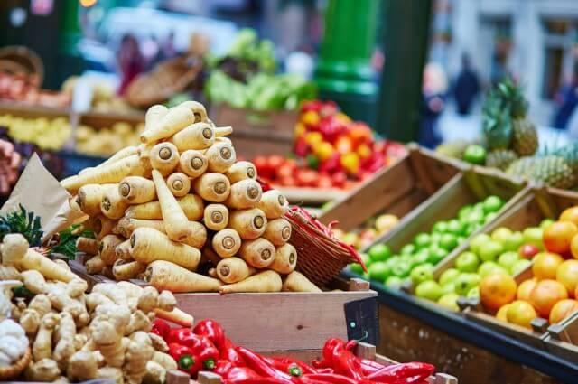Francia prohíbe por ley el desperdicio de comida sobrante en supermercados