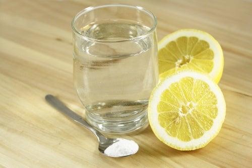 Limón y bicarbonato de sodio son una combinación alcalinizante.