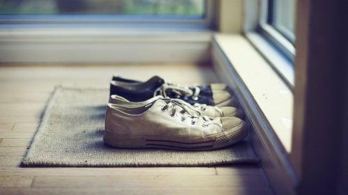 Quitarse los zapatos antes de entrar a casa no está tan mal.