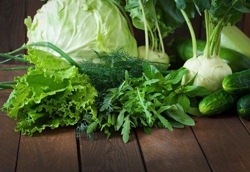Vegetales de hojas verdes ricos en ácido fólico