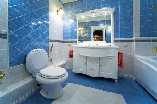 13 ideas interesantes para decorar un baño pequeño