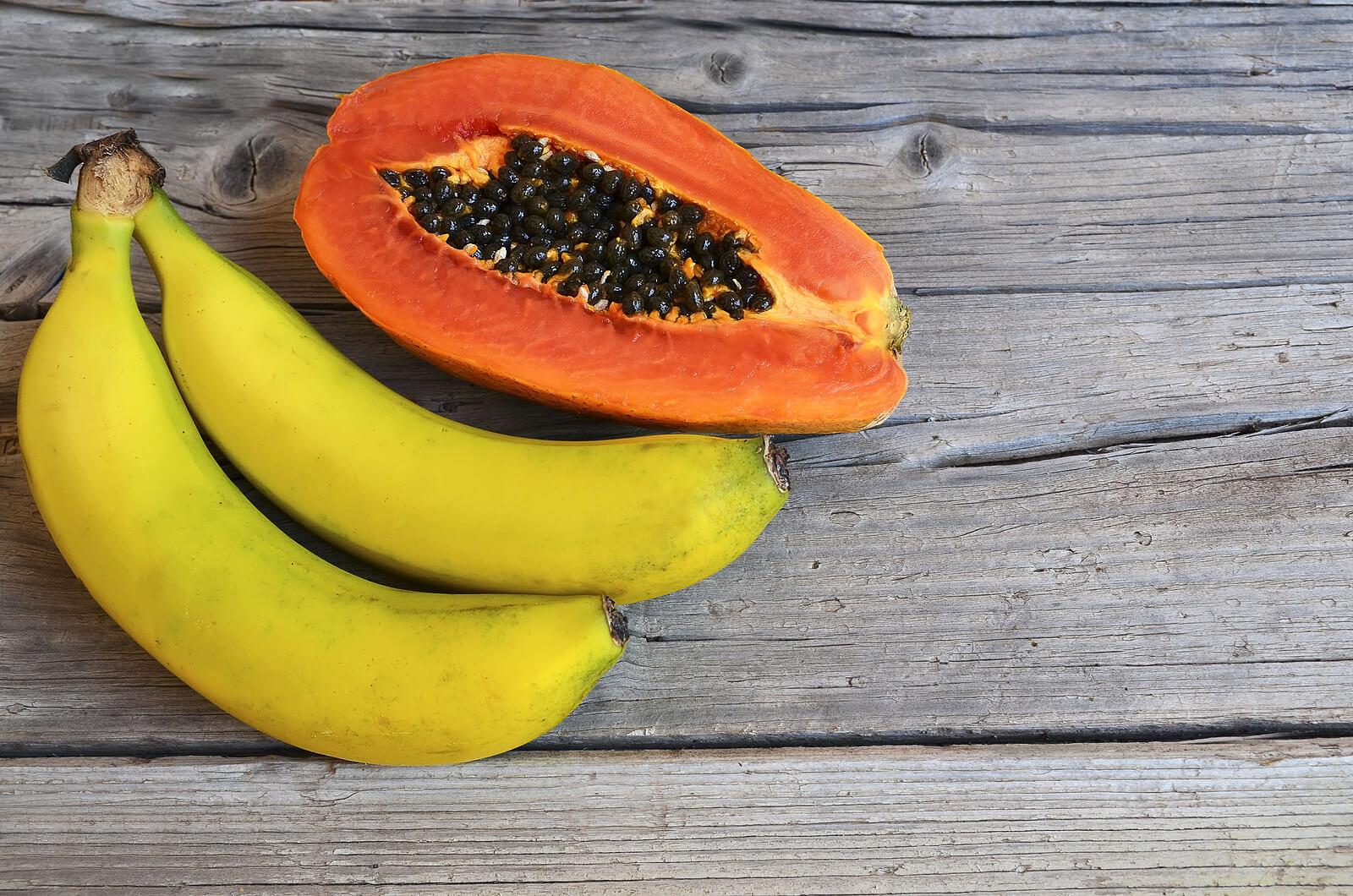 Bananas y papaya