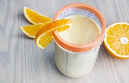 Batido antiviral con cáscara de naranja y yogur