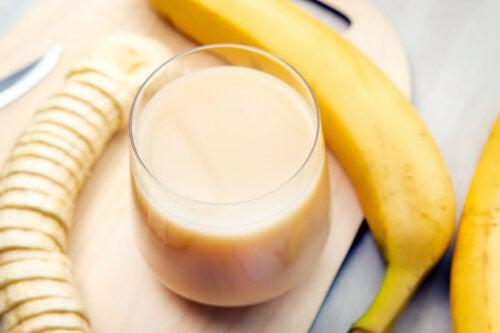 Leche de almendras, papaya y plátano para las articulaciones débiles