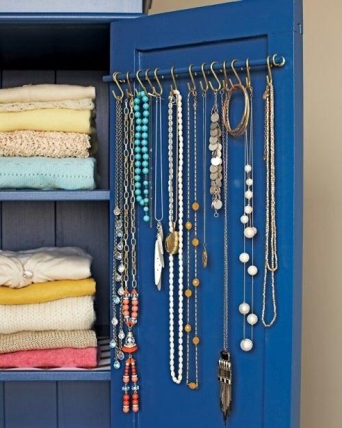 Ganchos metálicos para acomodar tus accesorios